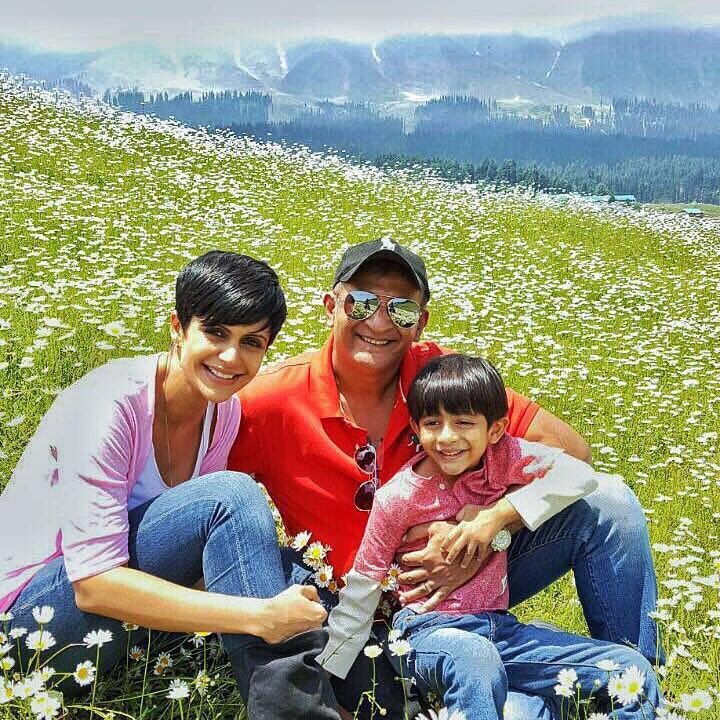 Mandira Bedis Beautiful Vacations with the family in Kashmir