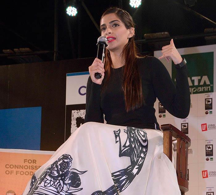 Sonam Kapoor Attends Kala Ghoda Arts Festival 2016-02