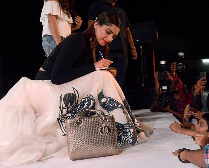 Sonam Kapoor Attends Kala Ghoda Arts Festival 2016-05