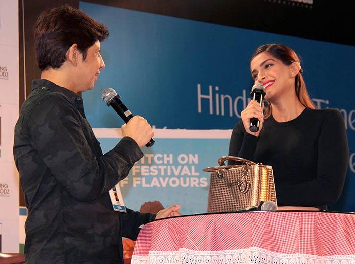 Sonam Kapoor Attends Kala Ghoda Arts Festival 2016-06