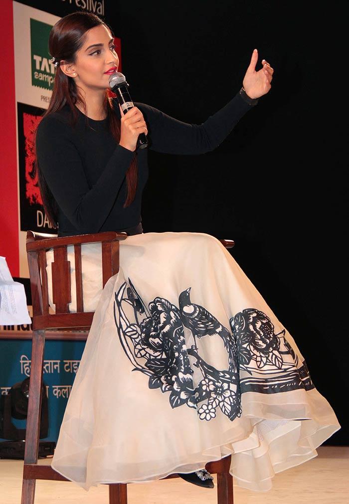 Sonam Kapoor Attends Kala Ghoda Arts Festival 2016-11