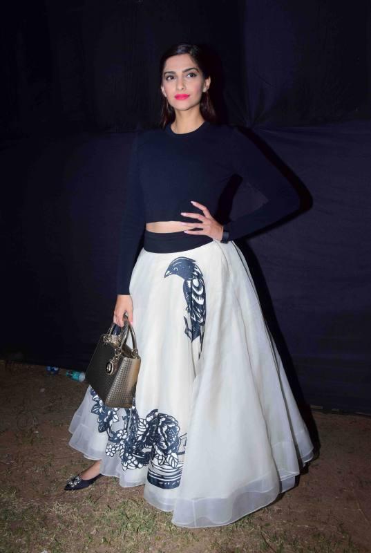 Sonam Kapoor Attends Kala Ghoda Arts Festival 2016-23