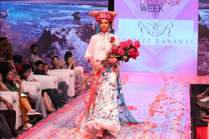 Noyonika Chatterjee Walk for Rajdeep Ranawat At Asian Designer Week 2016