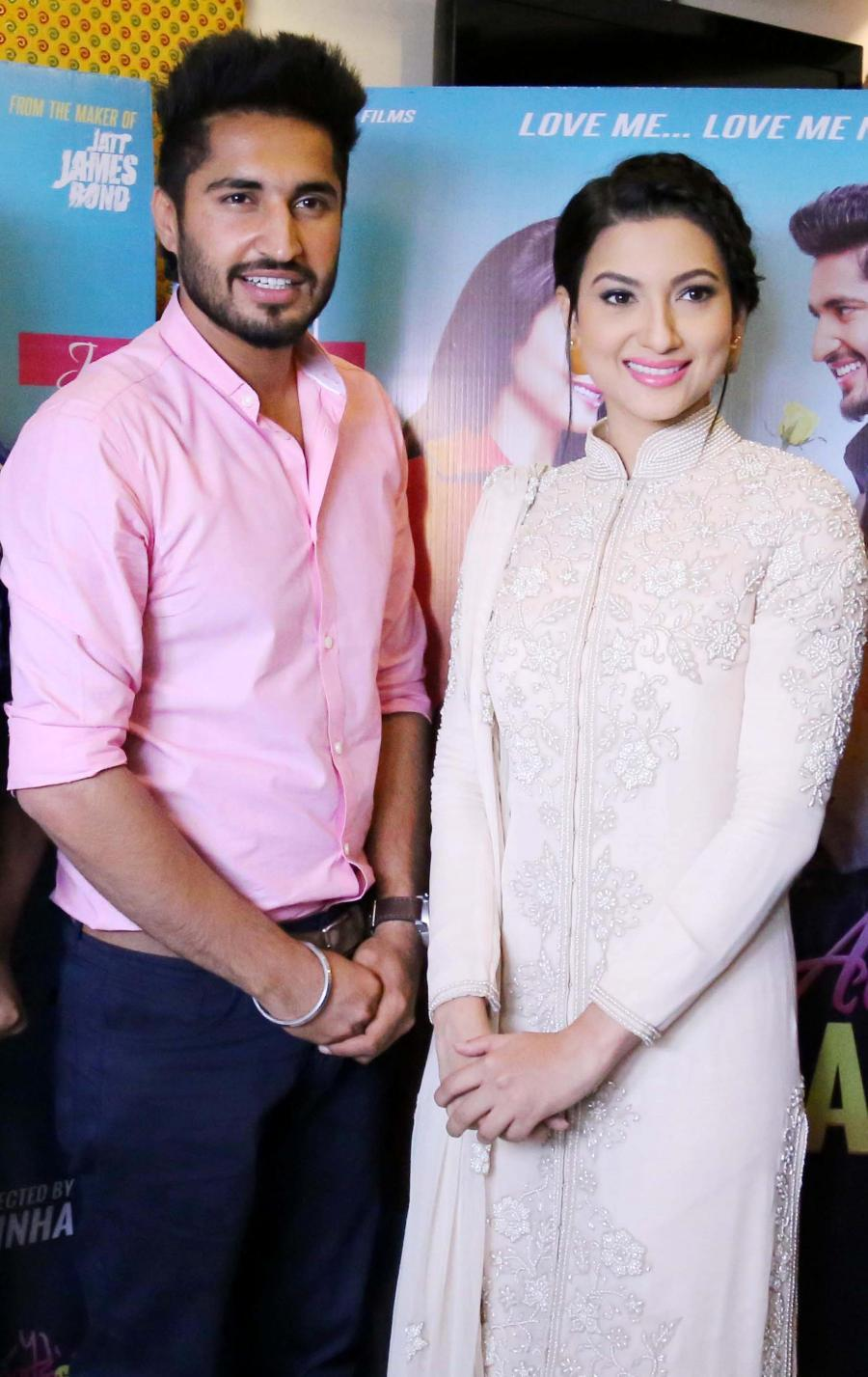 Images of Jassi Gill Family - #rock-cafe