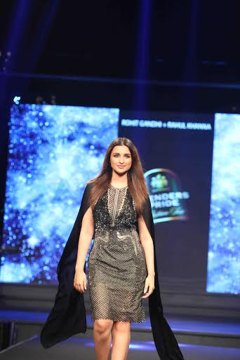 Parineeti Chopra Walks for Rohit Gandhi & Rahul Khanna at Blenders Pride Fashion Tour 2015