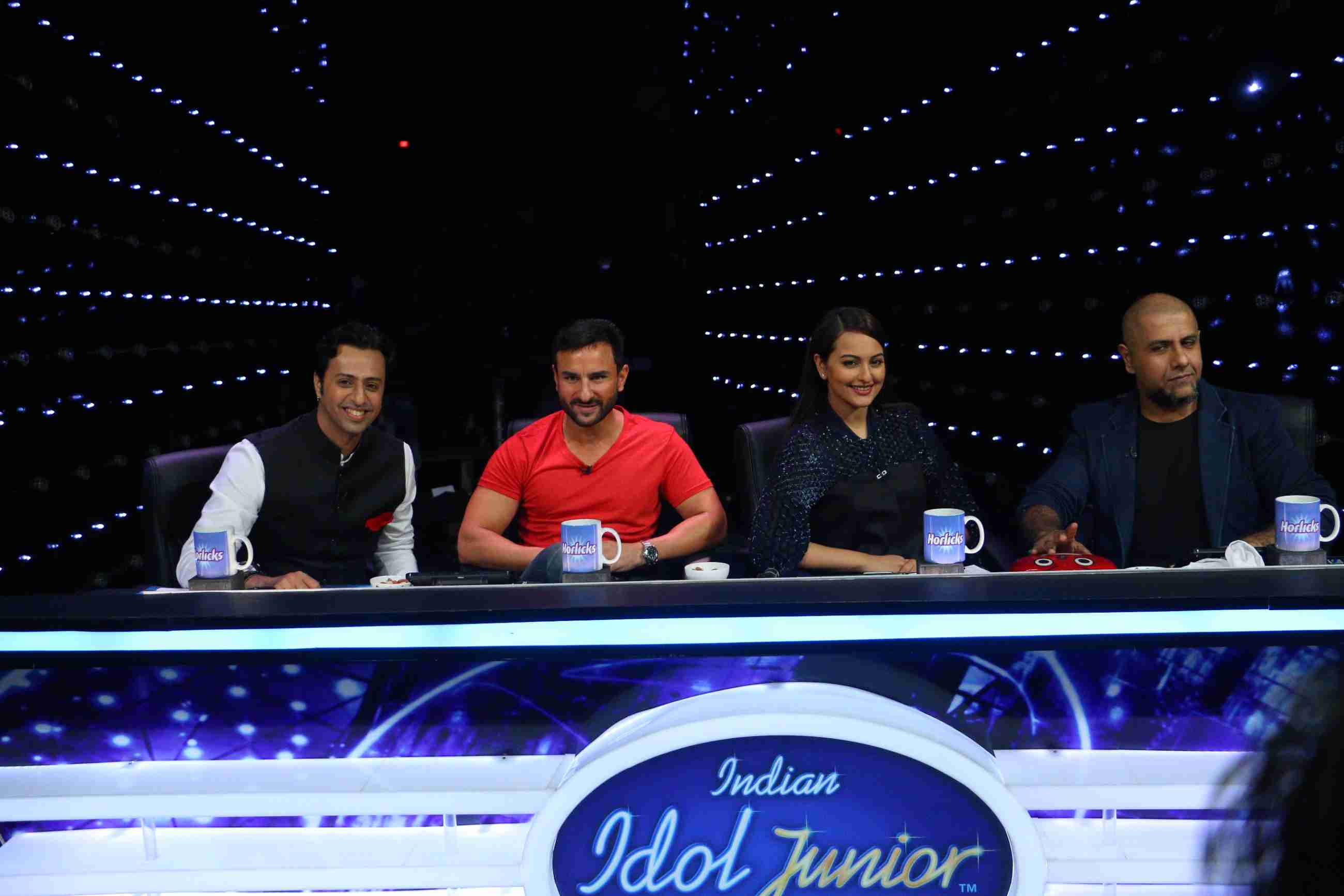 Phantom : Saif Ali Khan & Katrina Kaif On The Sets Of Indian Idol Junior