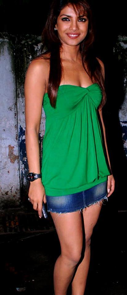 Priyanka Chopra Hot Photo In Green Suit