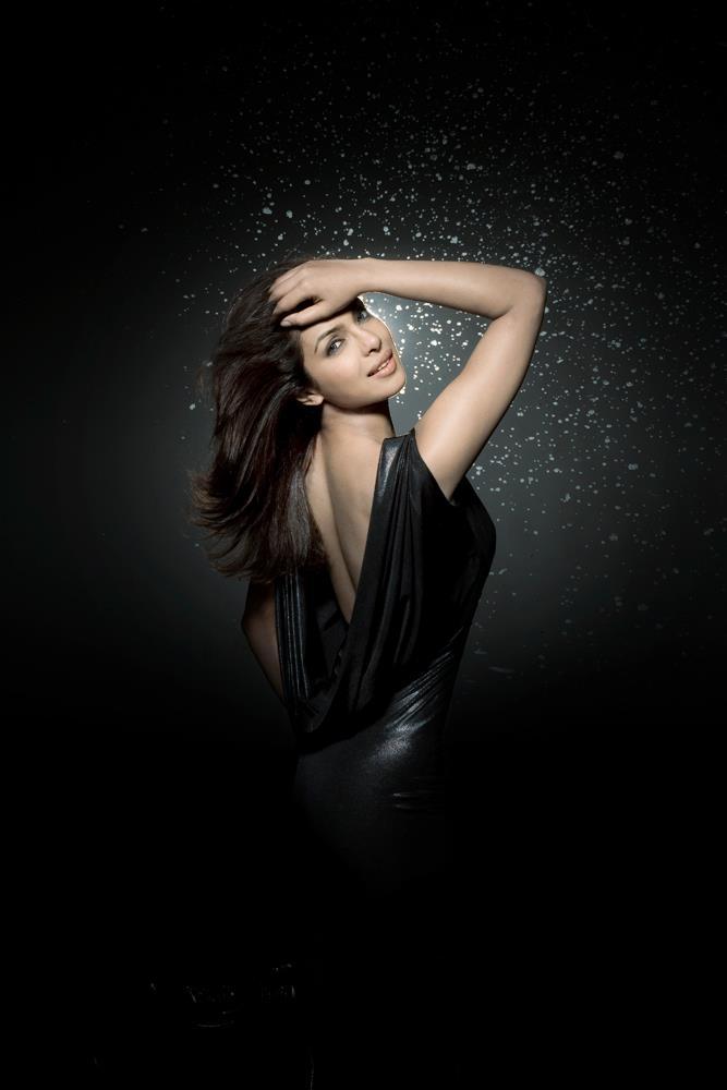 Hot Priyanka Chopra In Black Dress