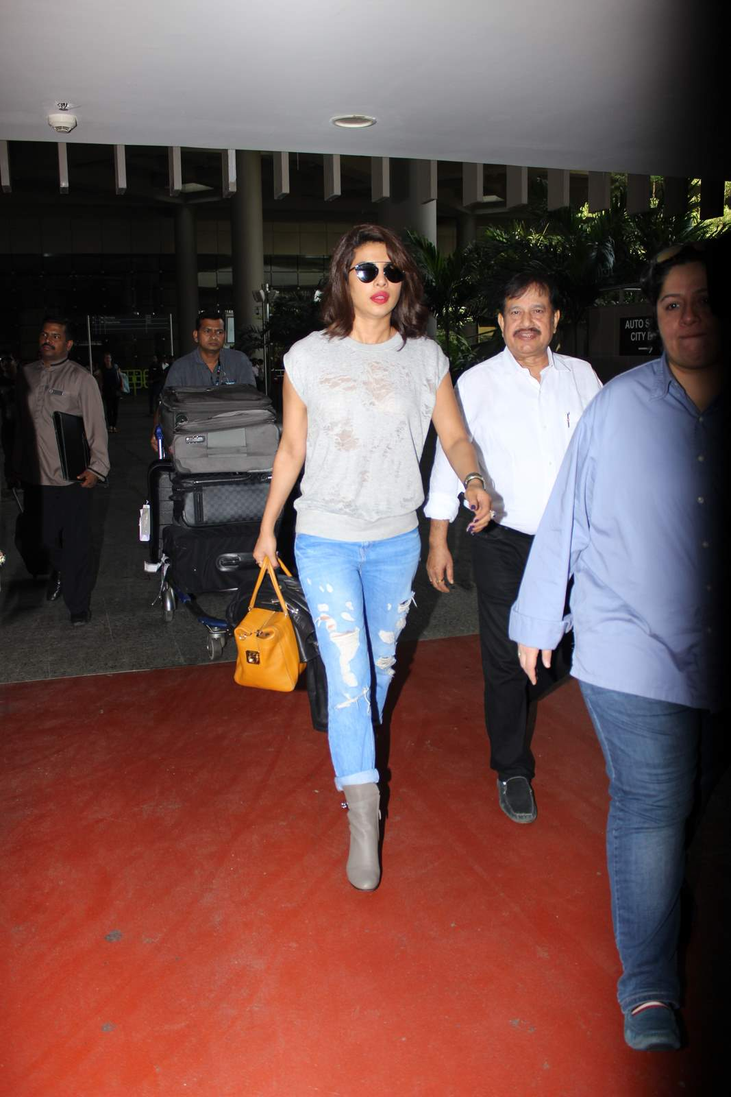 Priyanka Chopra Returning from New York