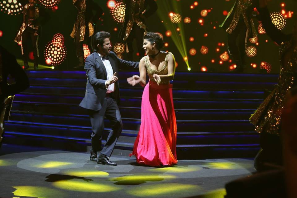 Priyanka Chopra Rocking Performance at IIFA 2016