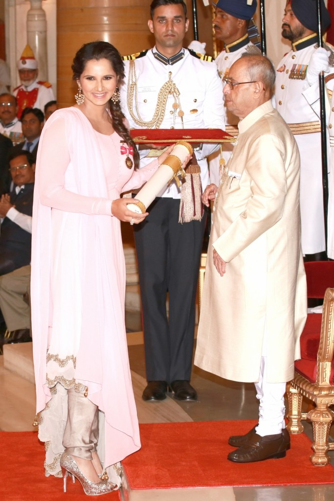 Rajinikanth, Priyanka Chopra & Sania Mirza at Padma Awards 2016