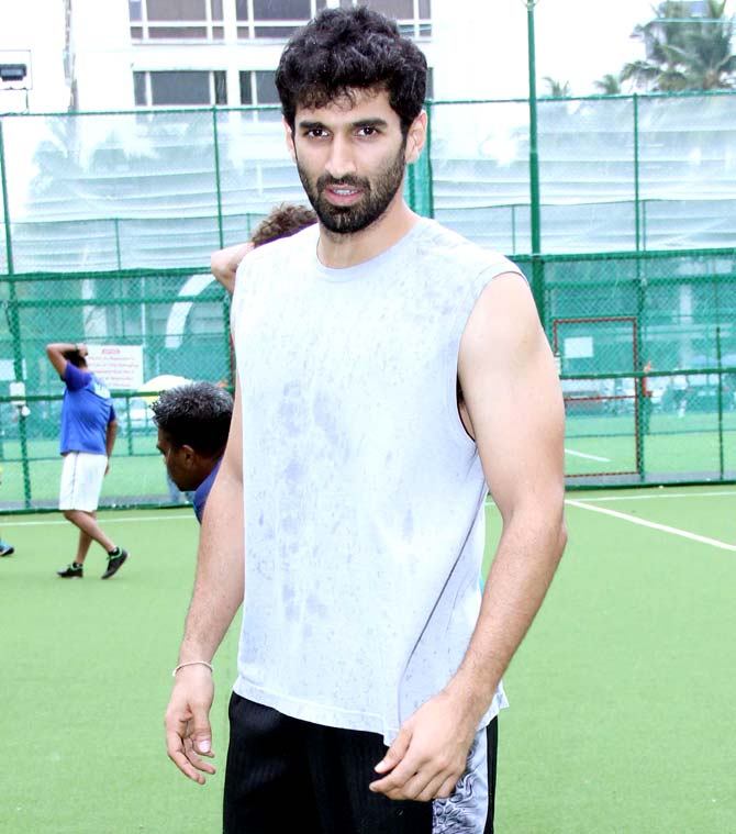 Ranbir Kapoor, Dino Morea and Aditya Roy Kapur Enjoyed a game of football in Bandra