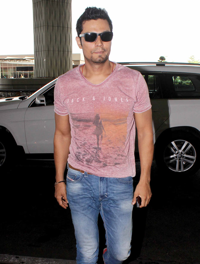 Randeep Hooda, Surveen Chawla and MS Dhoni Spotted at the Mumbai Airport