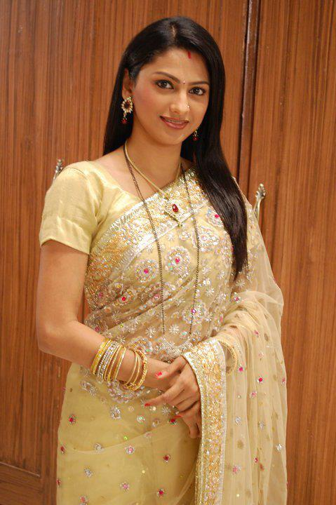Rucha Hasabnis In Cream Colour Saree