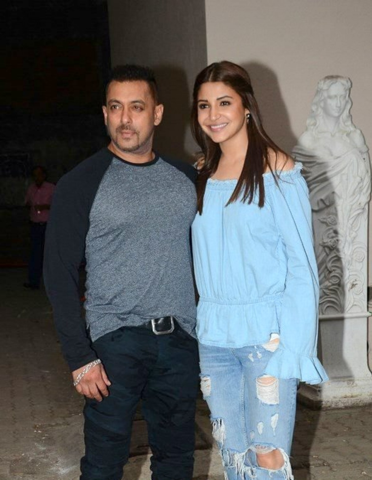 Salman and Anushka Promotes Sultan at Mehboob Studio