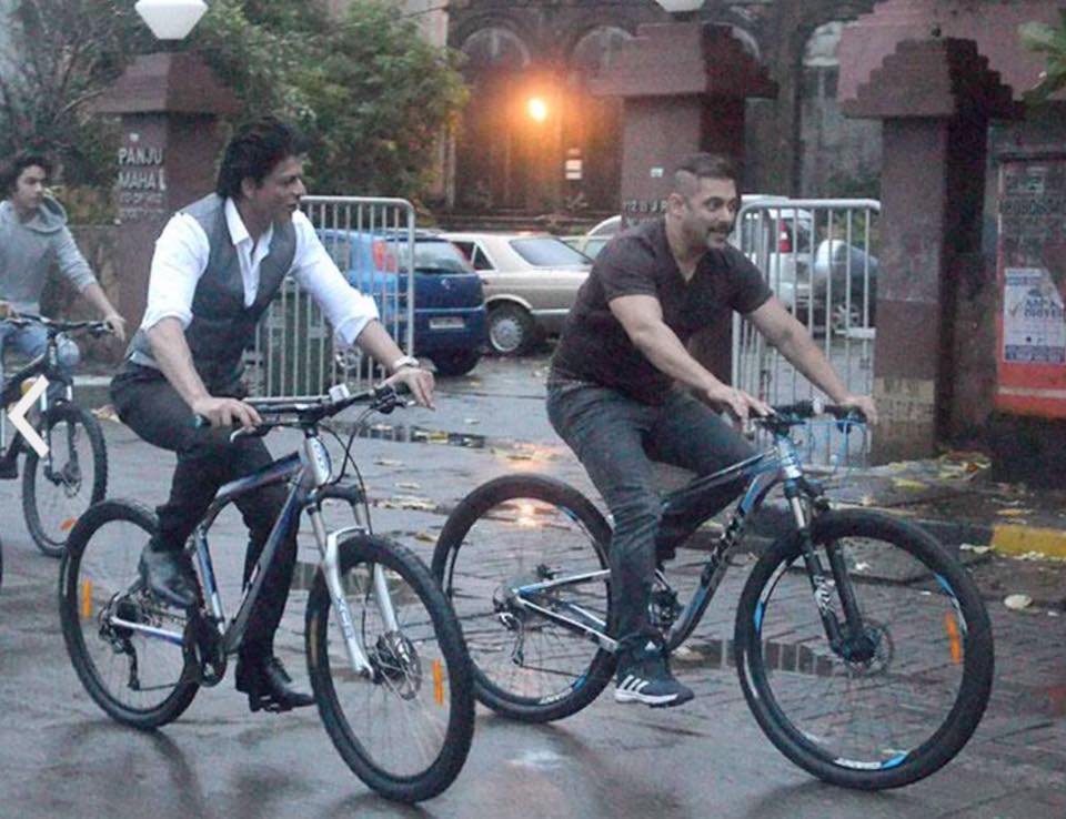 Salman and Shah Rukh Khan enjoy bicycle ride with Aryan