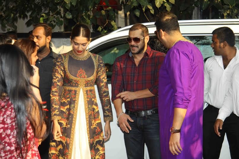 Salman and Sonam Launch PNG Jewellers Logo