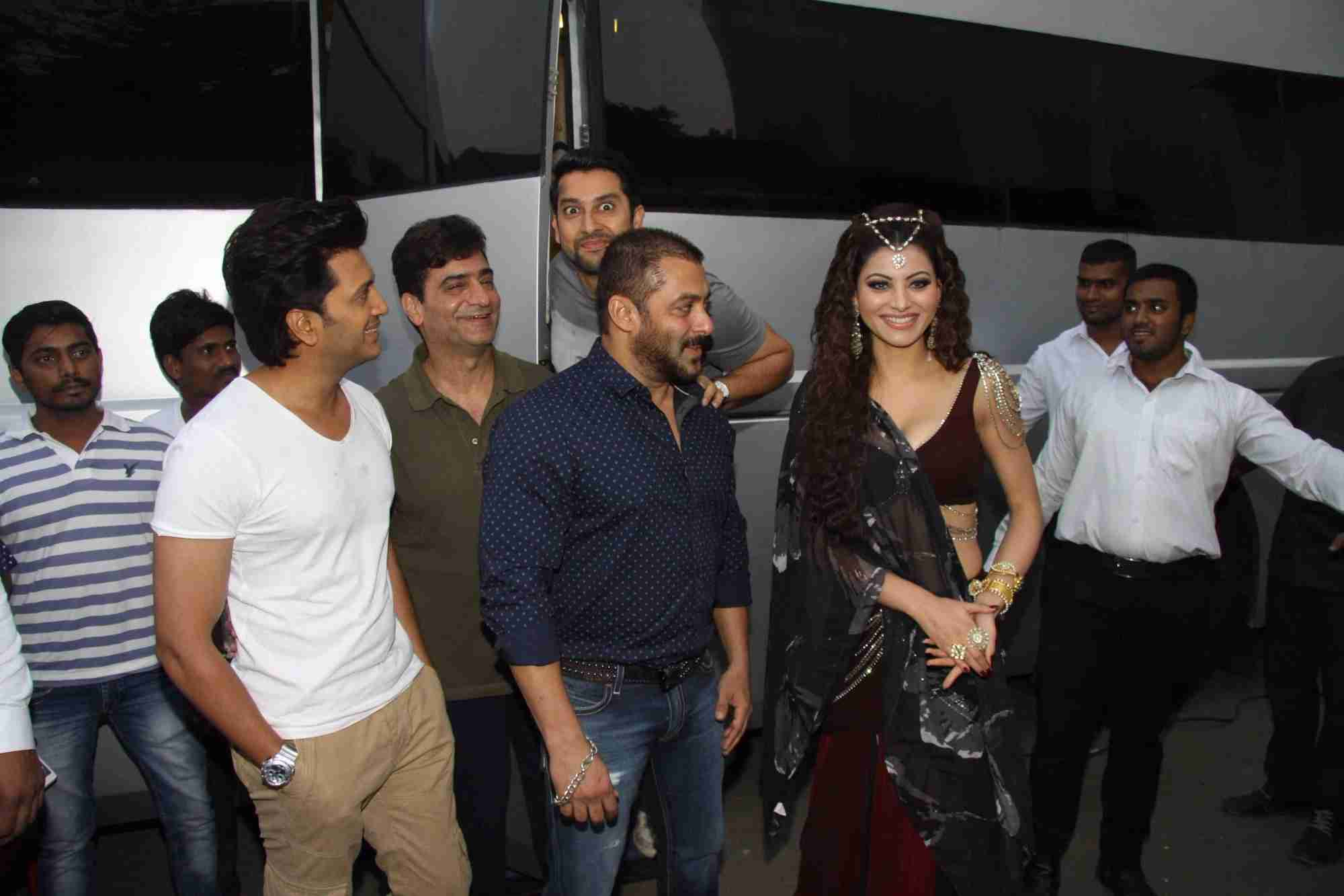 Salman Khan On Location Of Film Great Grand Masti