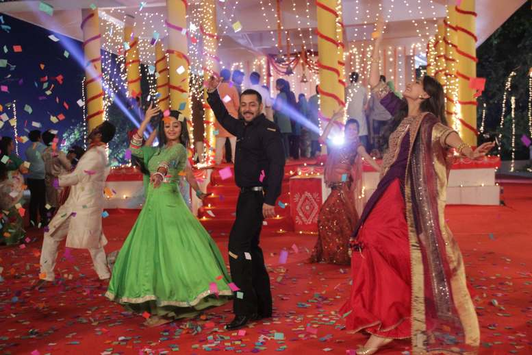 Salman & Sonam Promoted Prem Ratan Dhan Payo Movie On The Sets Of Swaragini