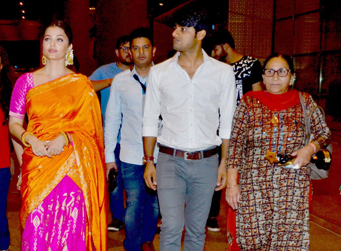 Sarbjit: Aishwarya Rai and Randeep Hooda Spotted at Airport