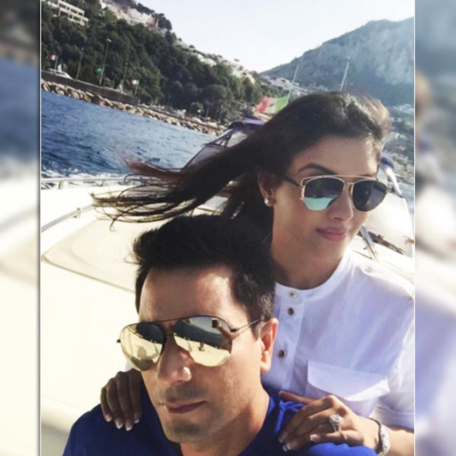 Rahul selfie with wife Asin Thottumkal