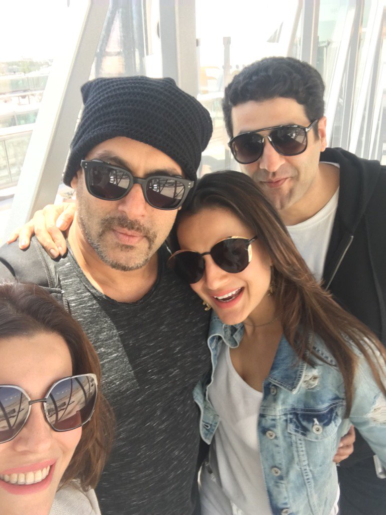 Selfie Time! - Sooraj with Athiya, Asin Thottumkal, Salman with Ameesha and Virat