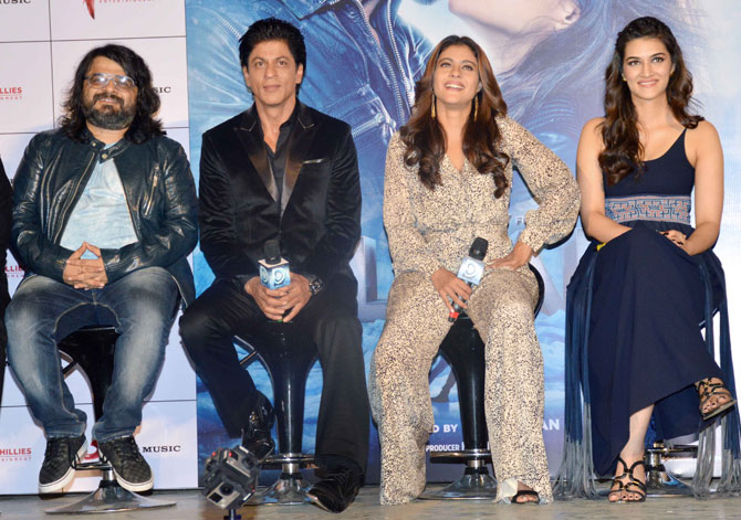 Shah Rukh Khan and Kajol at Song Launch of Film Dilwale in Mumbai-04
