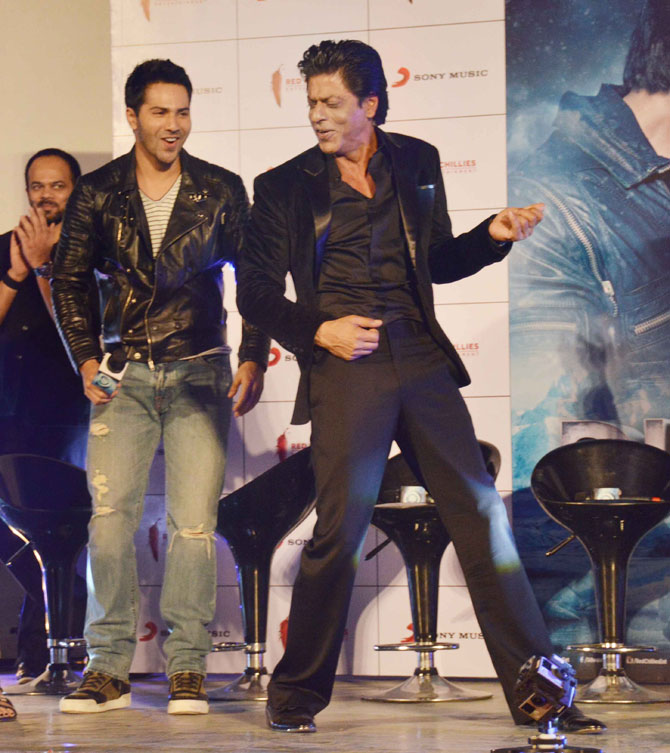 Shah Rukh Khan and Kajol at Song Launch of Film Dilwale in Mumbai-05
