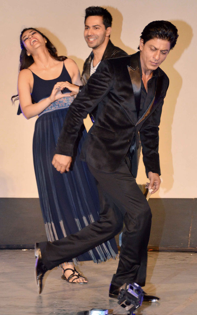 Shah Rukh Khan and Kajol at Song Launch of Film Dilwale in Mumbai-16