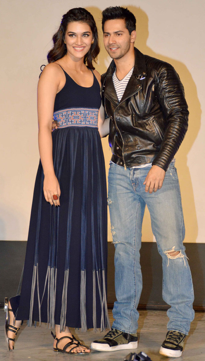 Shah Rukh Khan and Kajol at Song Launch of Film Dilwale in Mumbai-17