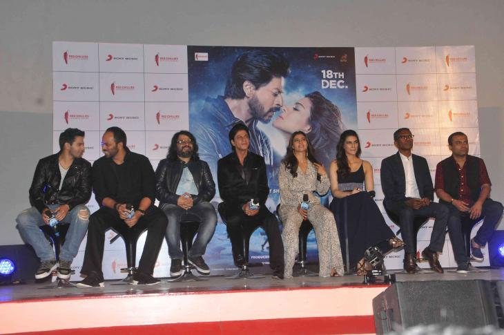 Shah Rukh Khan and Kajol at Song Launch of Film Dilwale in Mumbai-34