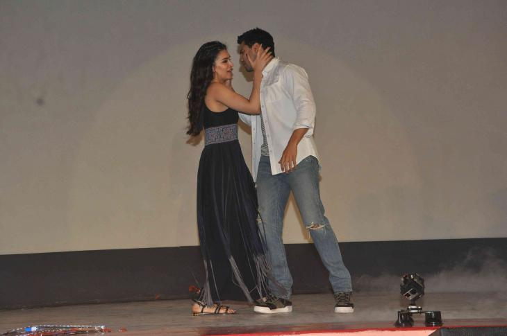Shah Rukh Khan and Kajol at Song Launch of Film Dilwale in Mumbai-36