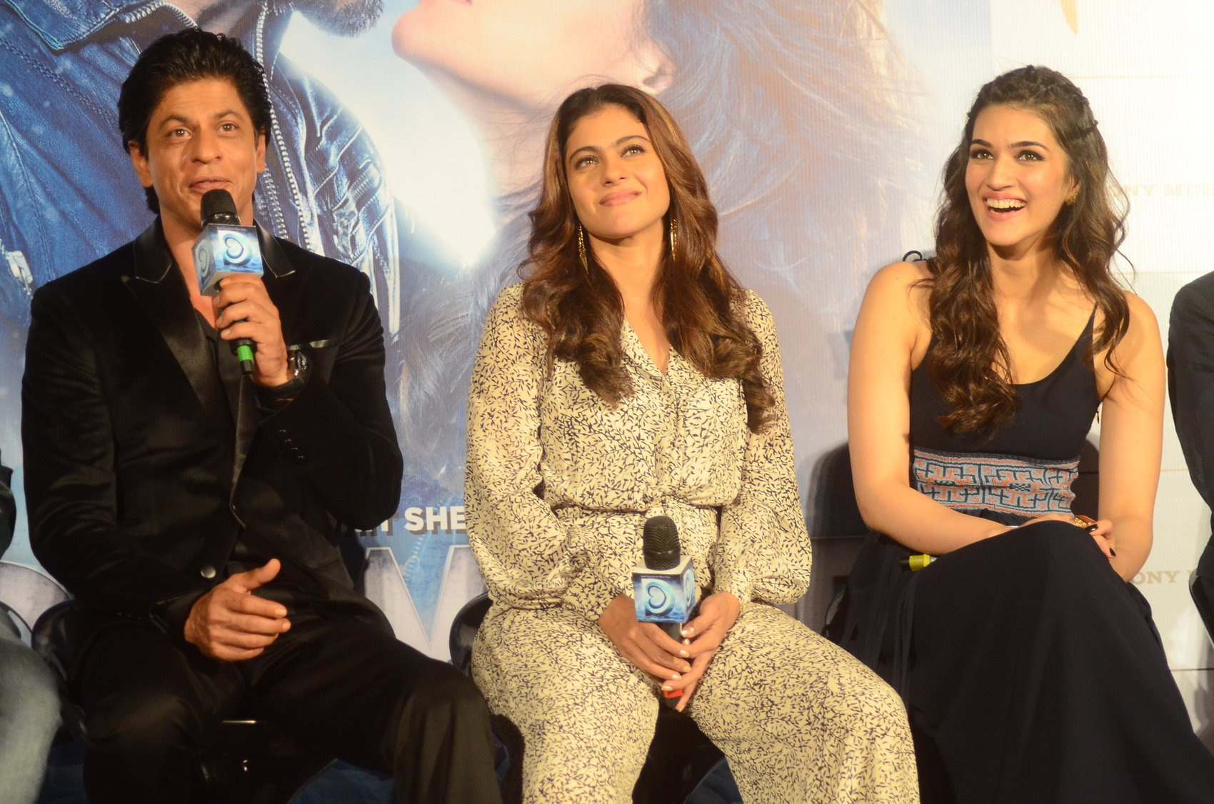 Shah Rukh Khan and Kajol at Song Launch of Film Dilwale in Mumbai-59