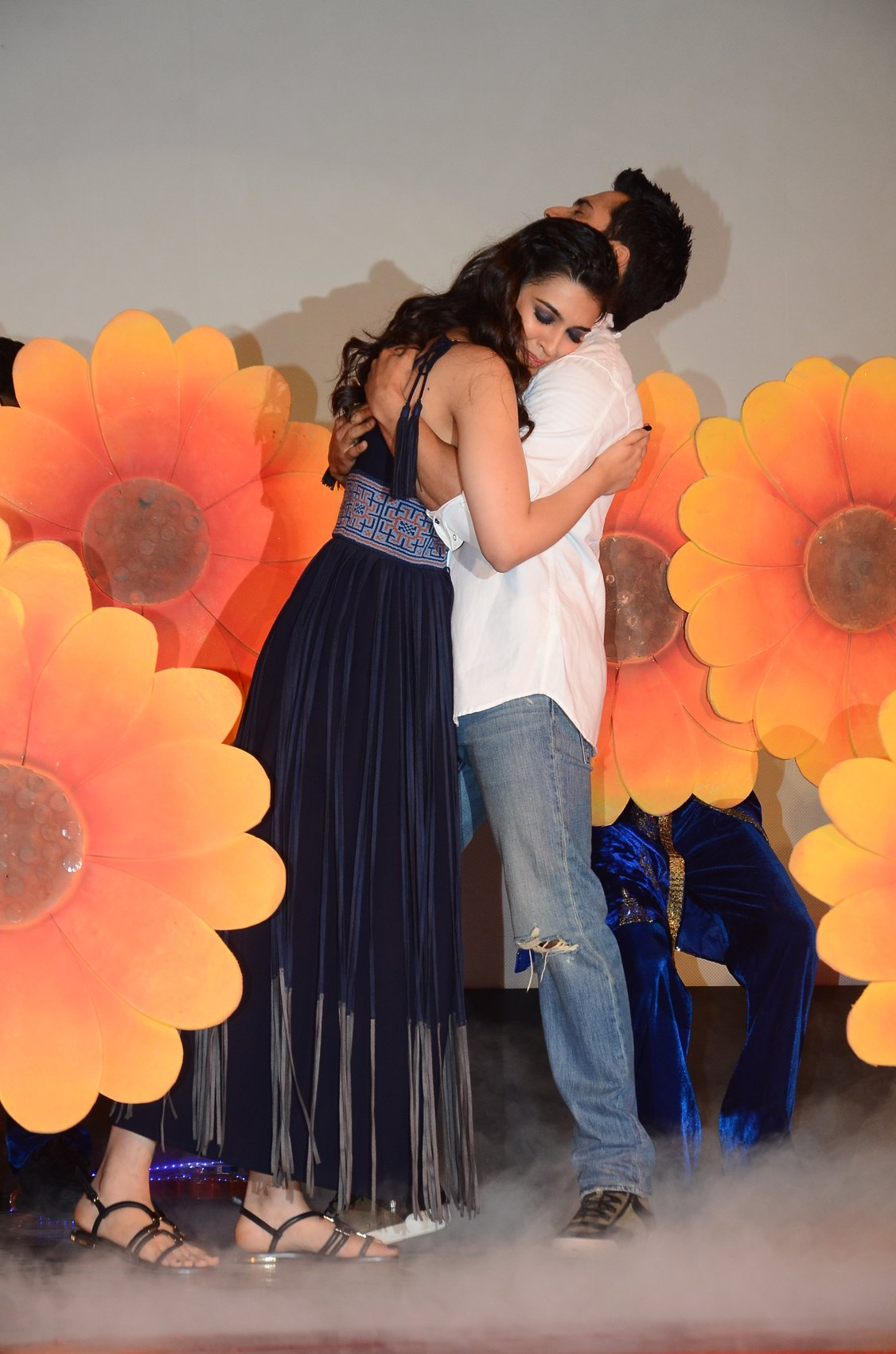 Shah Rukh Khan and Kajol at Song Launch of Film Dilwale in Mumbai-62