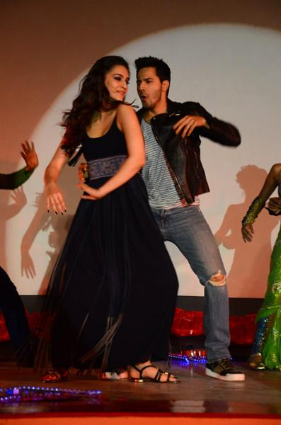 Shah Rukh Khan and Kajol at Song Launch of Film Dilwale in Mumbai-87