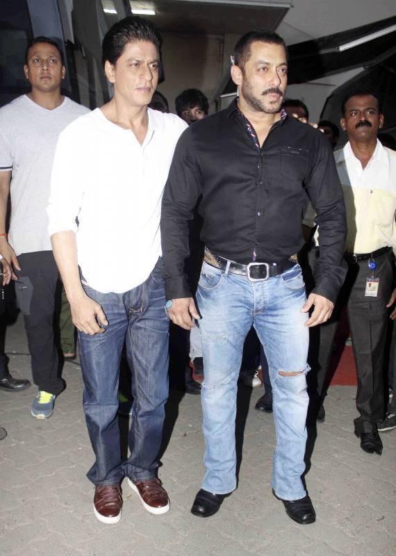 Shah Rukh Khan and Salman at Mehboob Studio-17
