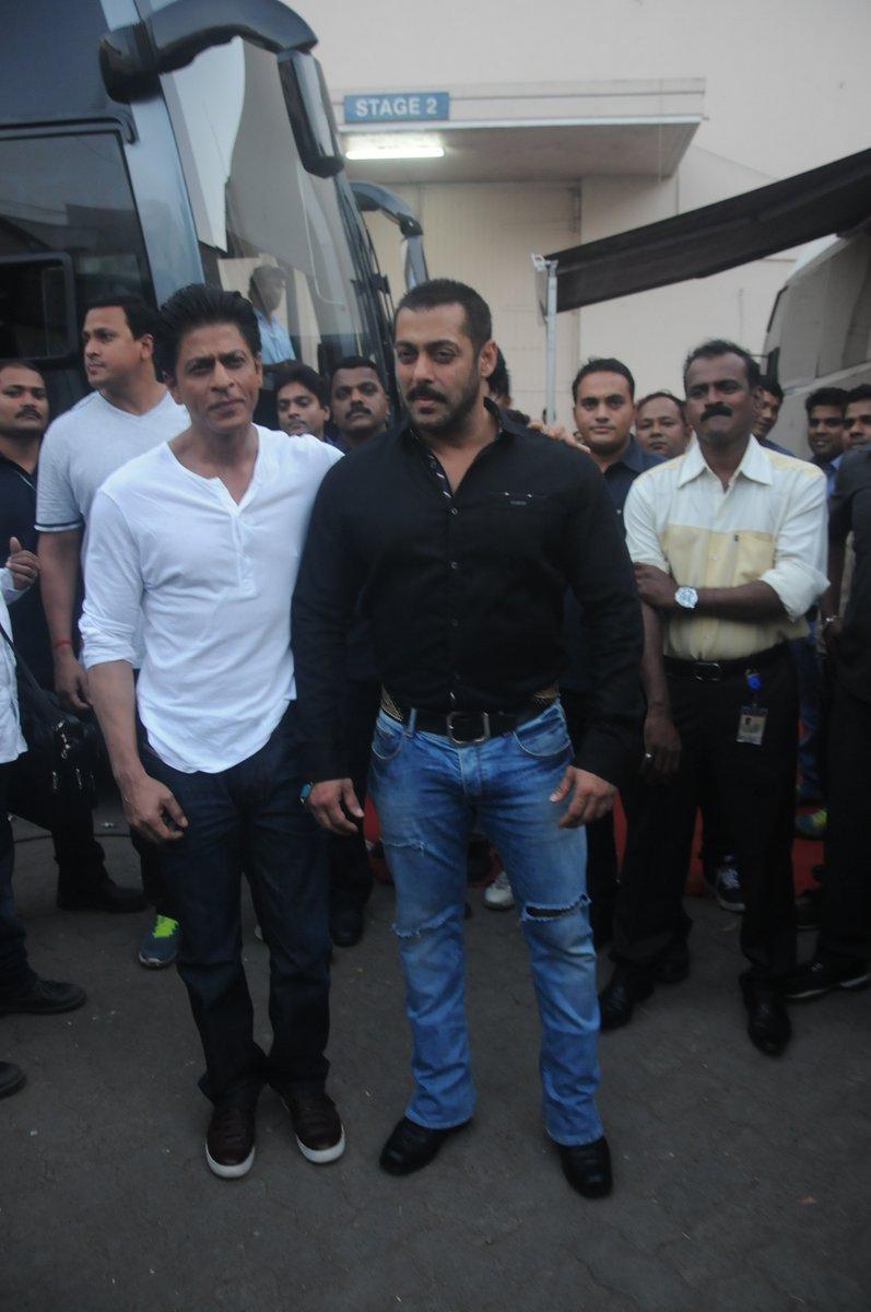 Shah Rukh Khan and Salman at Mehboob Studio-26