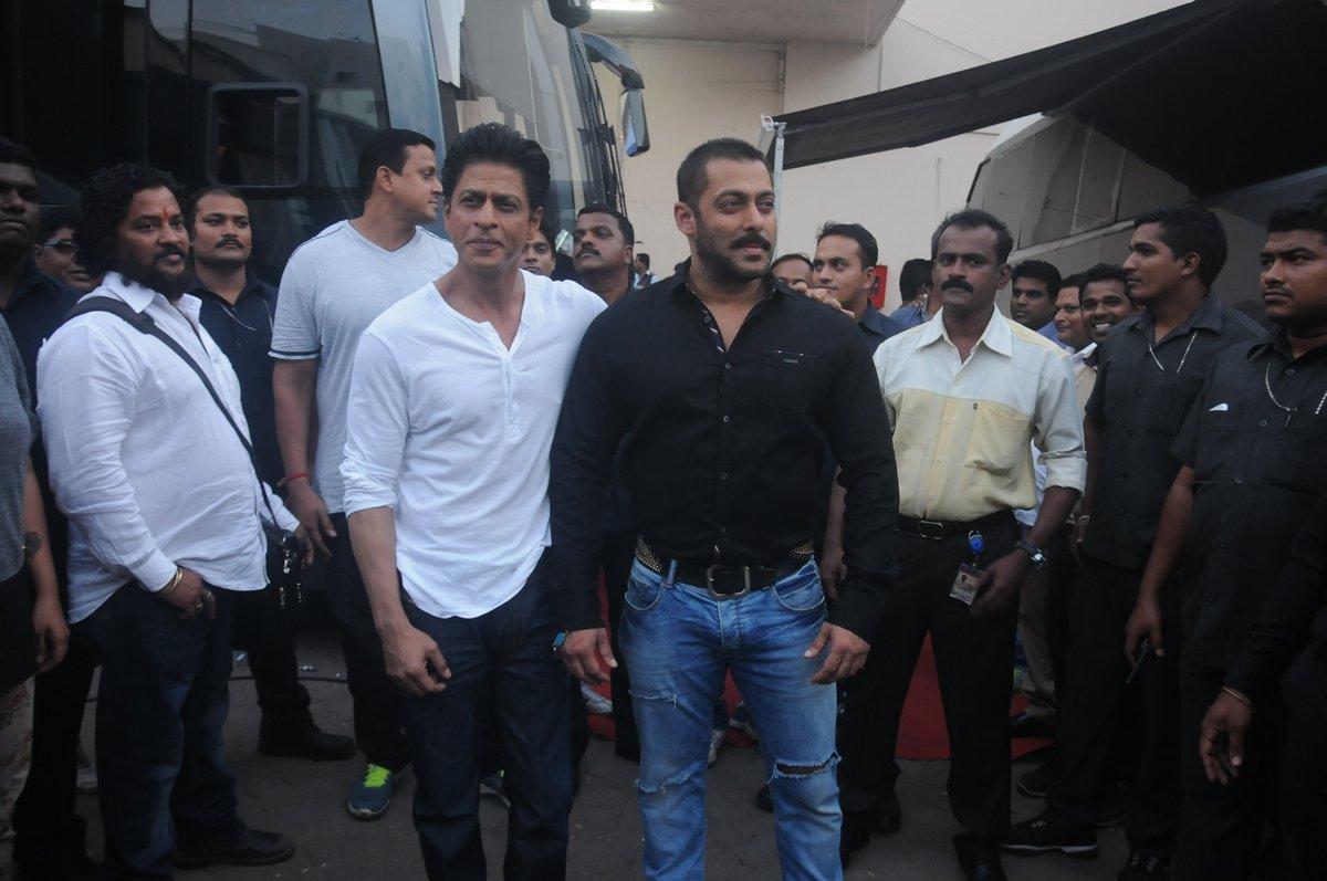 Shah Rukh Khan and Salman at Mehboob Studio-28
