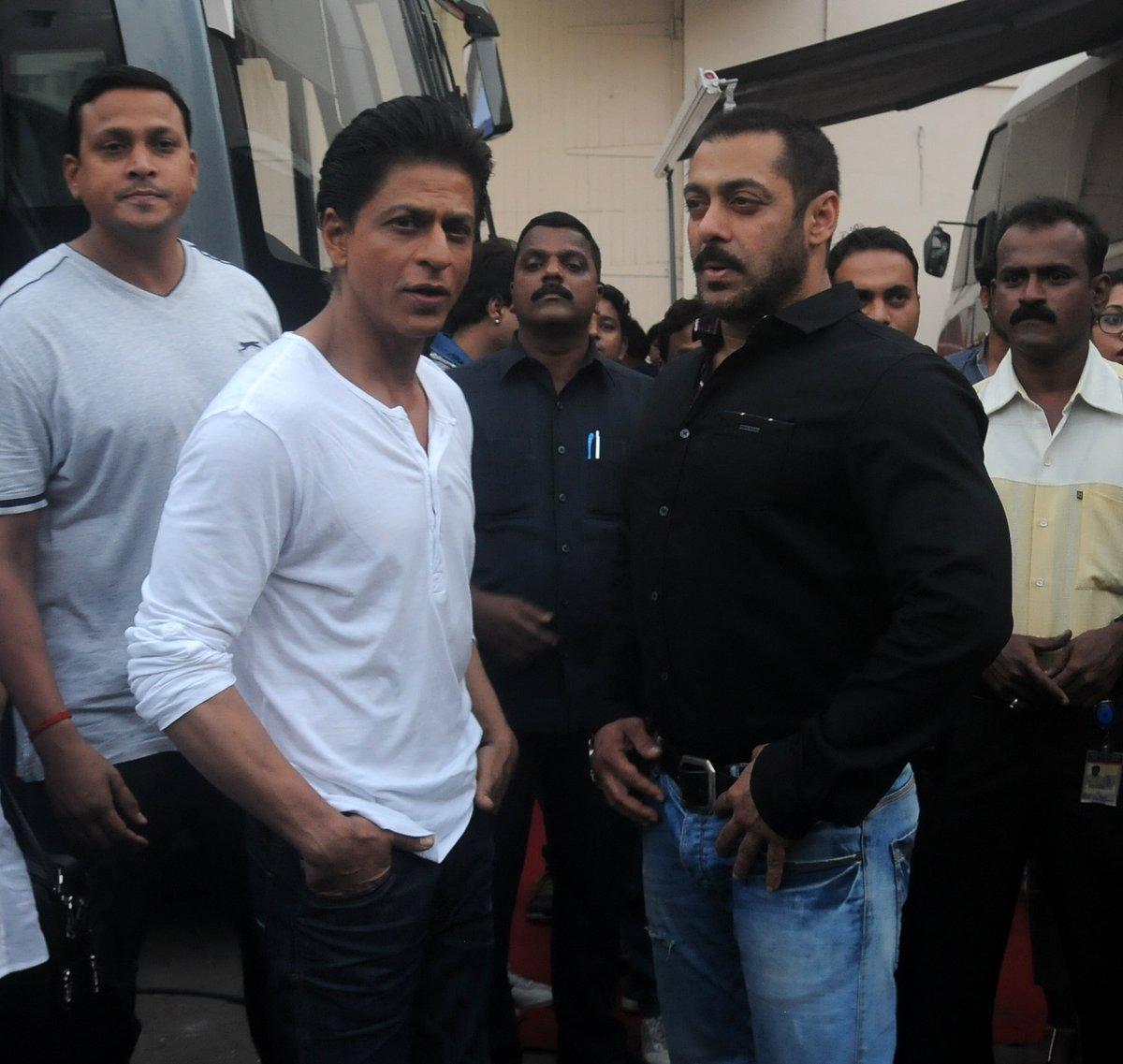 Shah Rukh Khan and Salman at Mehboob Studio-29