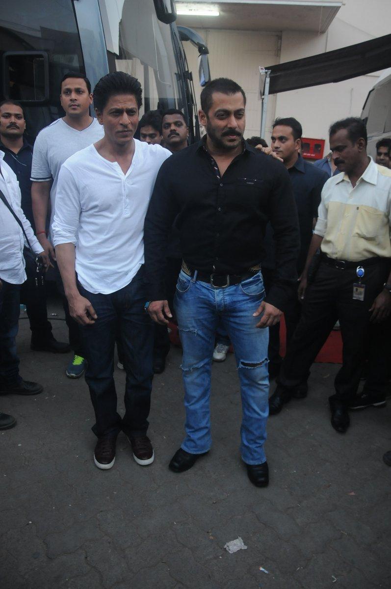Shah Rukh Khan and Salman at Mehboob Studio-31