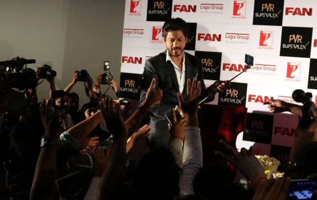 Shah Rukh Khan Promos FAN Movie in Delhi-16