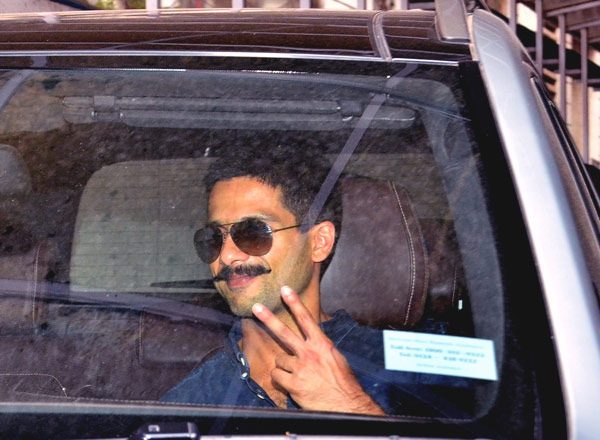 Shahid & Mira Spotted at Suburban Restaurant in Mumbai