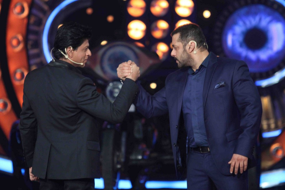 Shahrukh Khan Promotes Dilwale Movie On The Sets Of Bigg Boss 9