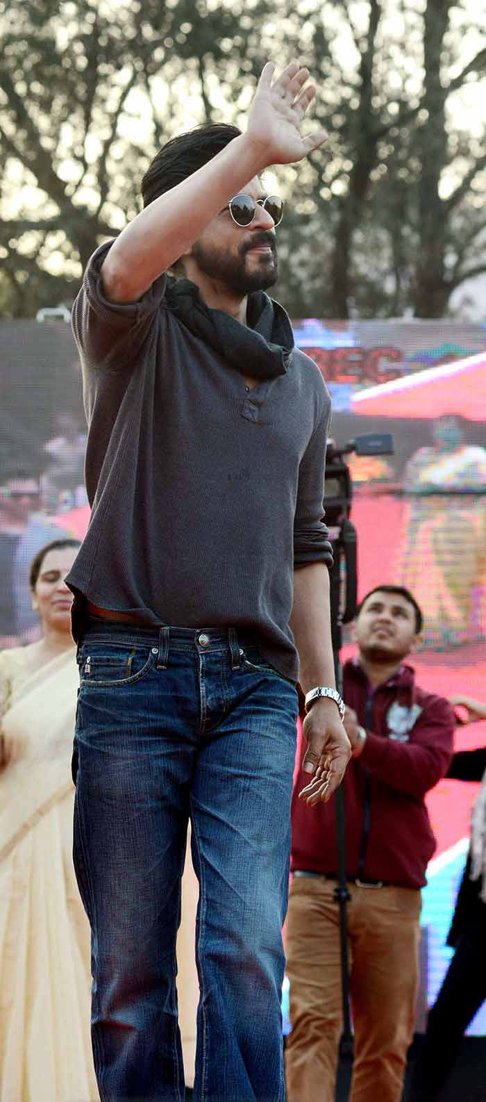 Shahrukh Khan Promotes Film Fan at Hans Raj College in Delhi-02