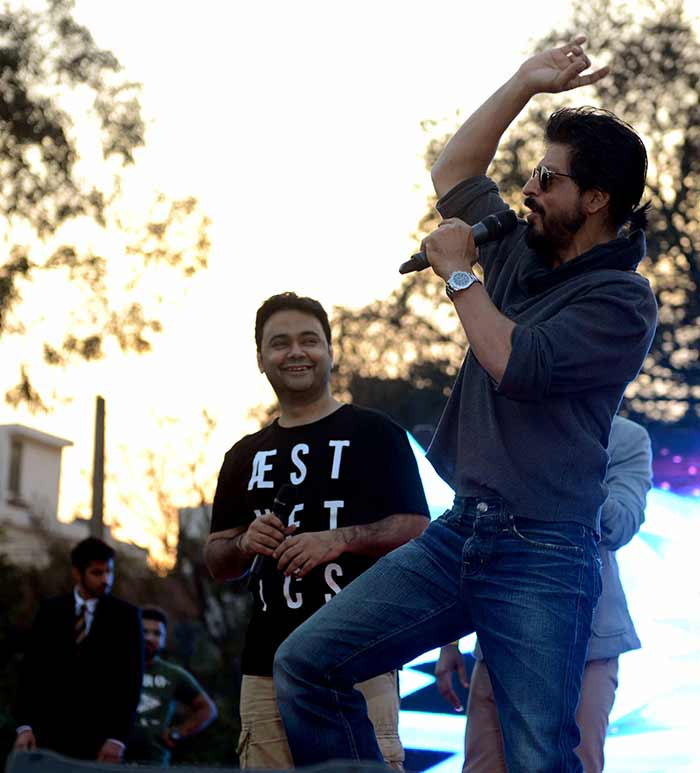 Shahrukh Khan Promotes Film Fan at Hans Raj College in Delhi-05