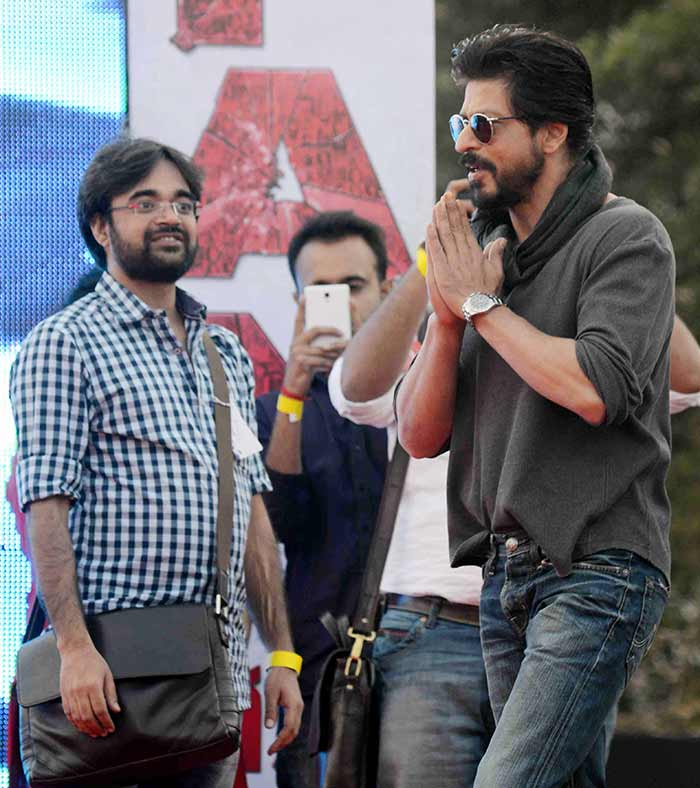 Shahrukh Khan Promotes Film Fan at Hans Raj College in Delhi-12