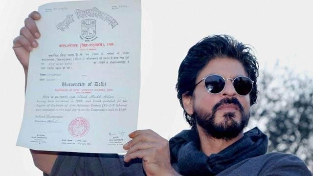 Shahrukh Khan Promotes Film Fan at Hans Raj College in Delhi-29