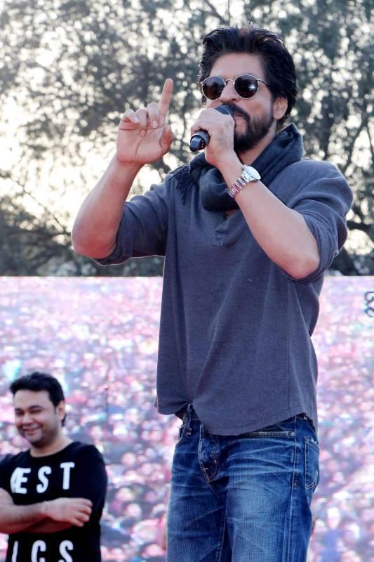 Shahrukh Khan Promotes Film Fan at Hans Raj College in Delhi-34