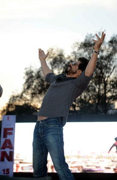 Shahrukh Khan Promotes Film Fan at Hans Raj College in Delhi-36
