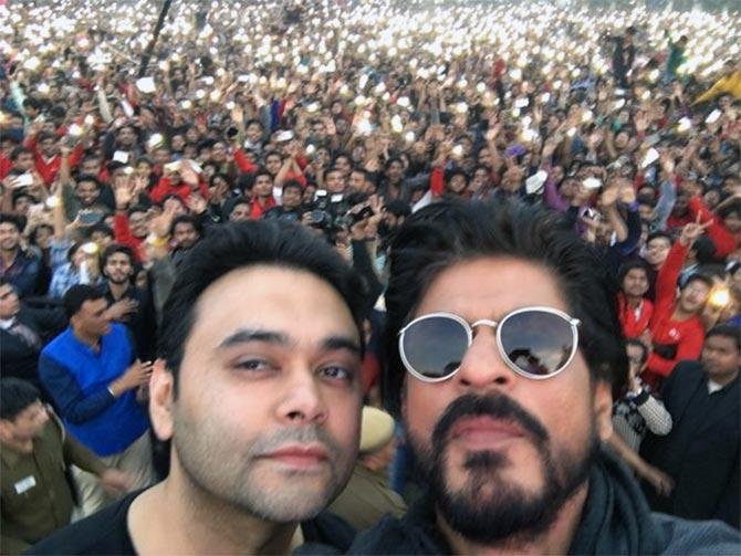 Shahrukh Khan Promotes Film Fan at Hans Raj College in Delhi-44